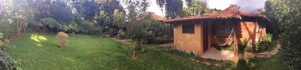 A jardim da pousada com suite